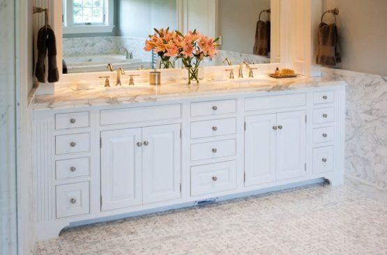 Bathroom vanity with quartz countertop
